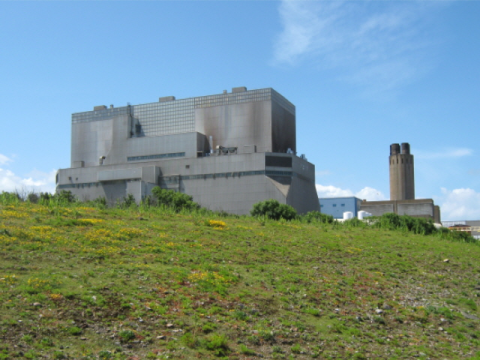 Hinkley Point B. Photo: Ken Grainger / geograph.org.uk via Wikimedia Commons.