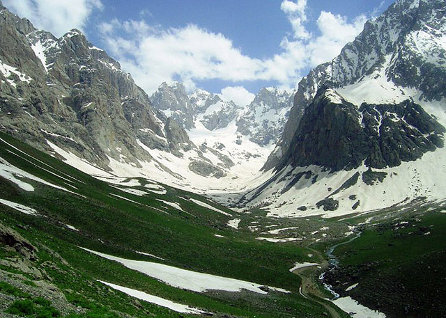 Does nature have rights, too? A mountain valley in Kurdistan. Photo: Jan Sefti via Flickr.com.
