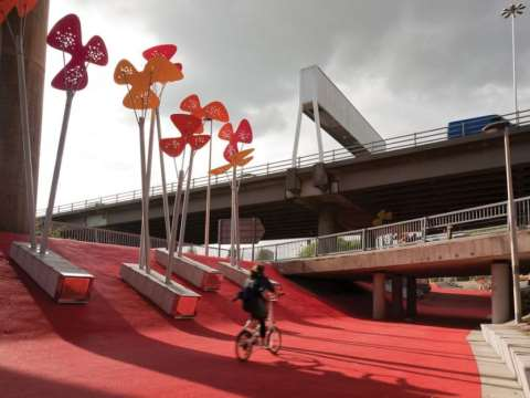 'The Phoenix Flowers' by 7N Architects and RankinFraser Landscape Architecture for the Glasgow Canal Regeneration Partnership. Photo: Dave Morris Source: Contemporist.