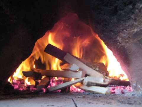 The fire is burning merrily in the cob oven. Photo: Smallholder Training.
