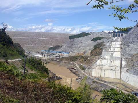 The Bakun dam under construction. Photo: pHotosHo0x via Flickr.