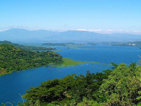 The shining blue waters of Lago Suchitlan, Suchitoto, El Salvador. Photo: Adalberto.H.Vega via Flickr.