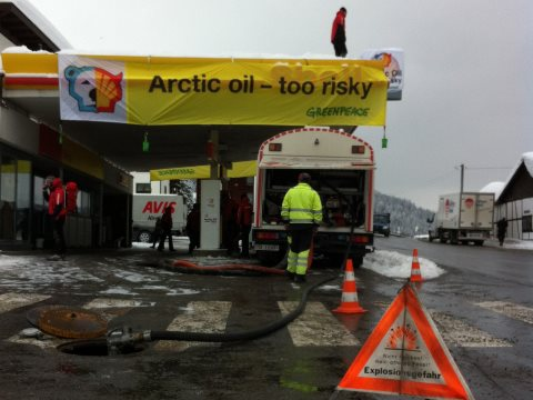 Greenpeace action at Shell's petrol station in Davos, January 2013. Photo: Greenpeace Switzerland via Flickr.