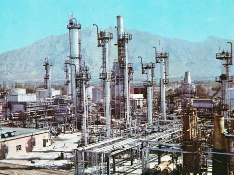 In the 1970s, refineries in the Middle East controlled the world's flow of oil. Not any more. Photo: National Iranian Oil Company / Wikimedia Commons.