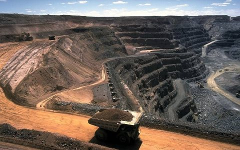 Coal mine, Kalgoorlie, Western Australia. Photo: Stephen Codrington via Wikimedia Commons.