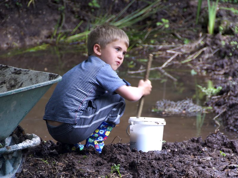 Making mud pies - no instruction manual needed. Photo: Jim Purbrick via Flickr (CC BY-NC 2.0).