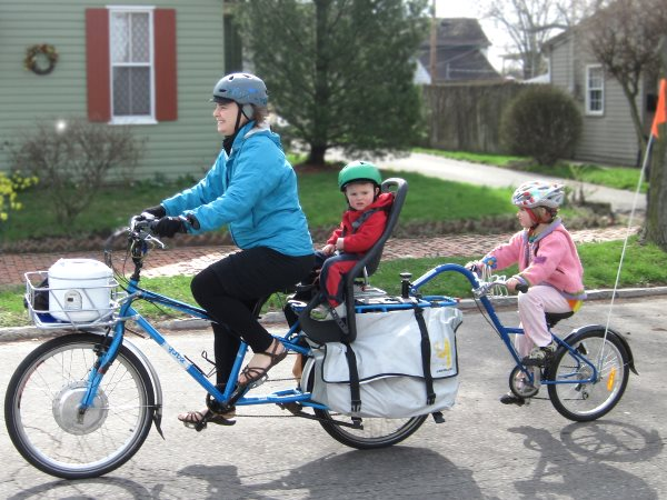 Family cycling in Richmond, Indiana. Photo: Mark Stosberg via Flickr (CC BY-NC-SA 2.0).