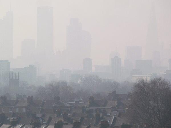 Just taste the poly-aromatic hydrocarbons! London Air Pollution View from Hackney, 10th April 2015. Photo: DAVID HOLT via Flickr (CC BY-SA).