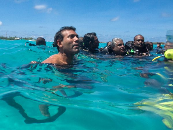 President Nasheed meets the press after the Worlds first ever underwater cabinet meeting held at Girifushi island, 17th October 2009. Photo: Mauroof Khaleel / Presidency Maldives via Flickr (CC BY-NC).