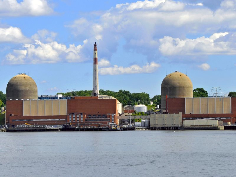 Indian Point nuclear power plant in Buchanan, New York, nestled alongside the Hudson River. Photo: Tony Fischer via Flickr (CC BY).