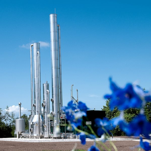 No, not a fracking rig: a biogas purification plant in Lund, Sweden. Photo: Petter Duvander via Flickr (CC BY-NC).