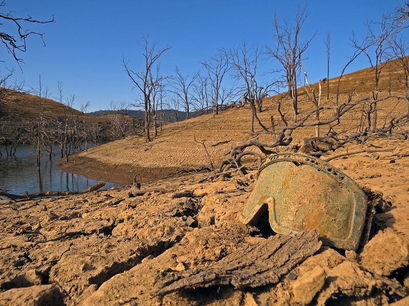 California drought: New Melones Lake, near Calaveras, California, 4th June 2015. Photo: Ben Amstutz via Flickr (CC BY-NC-ND).