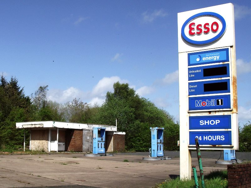 The derelict Crowood Petrol Station next to the dual carriageway on the Cumbernauld Road as you enter the wee town of Chryston on the edge of Glasgow. Photo: byronv2 via Flickr (CC BY-NC).
