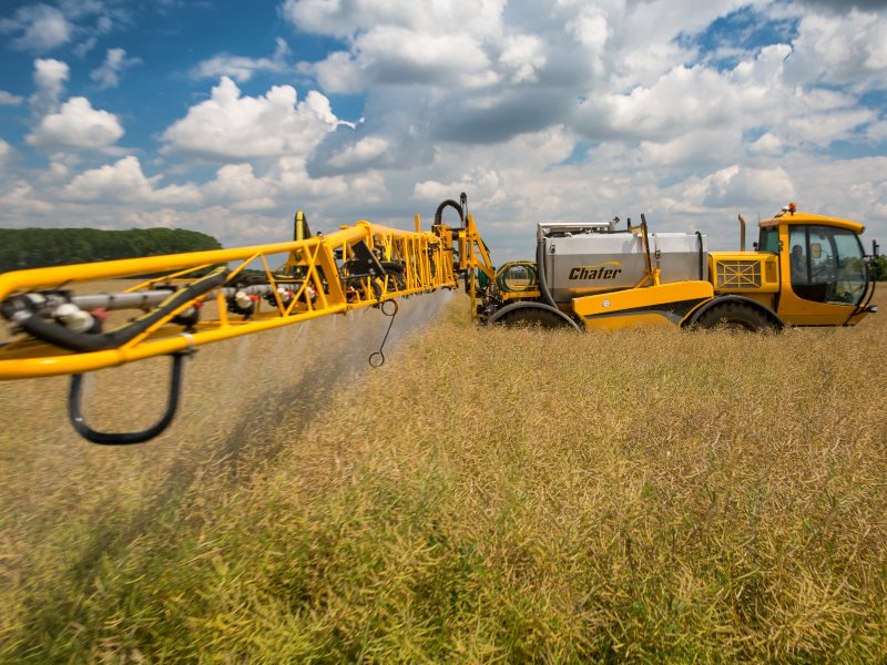 Chafer Multidrive FC applying glyphosate and podstick to oilseed rape as a pre-harvest dessicant. Photo: Chafer Machinery via Flickr (CC BY).