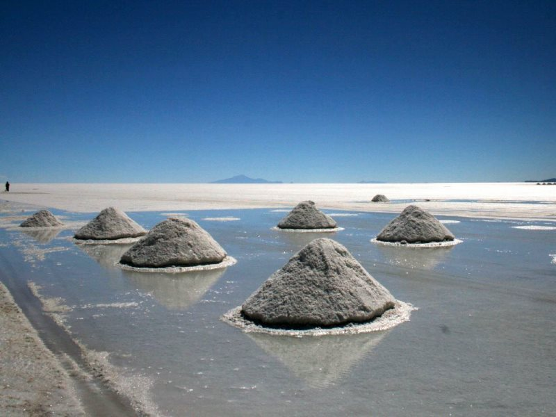 Salar de Uyuni: lithium-rich salt piled up by miners for sale. Photo: Hank via Flickr (CC BY-NC-SA).
