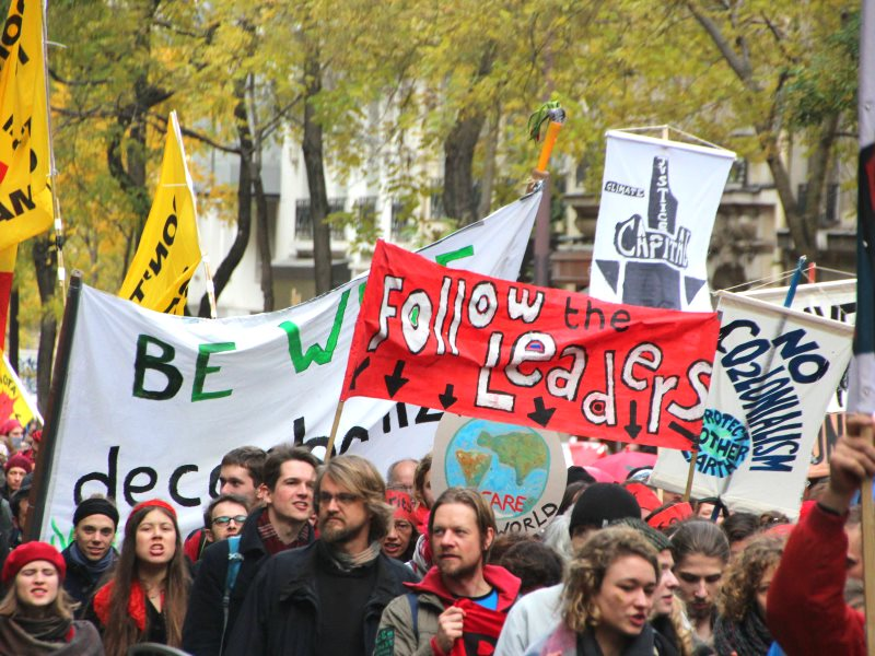 D12: on Saturday 12th December thousands of protestors marched from the Arc de Triomphe to the Eiffel Tower for climate action and climate justice. Photo: Takver via Flickr (CC BY-SA).