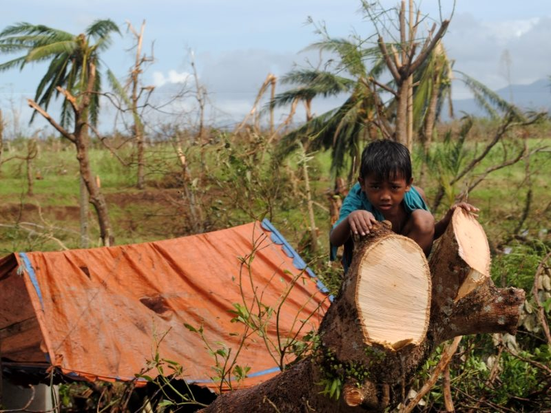A survivor of Typhoon Haiyan, Leyte, Philippines, 10th November 2013. Photo: Arlynn Aquino / EU ECHO via Flickr (CC BY-NC-ND).