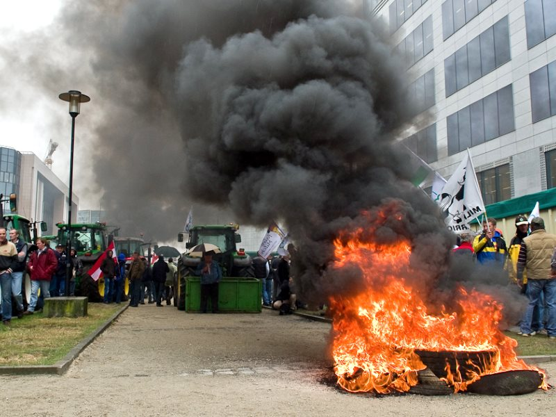 Dairy farmers protest in Brussels, October 2009. Photo: Teemu Mäntynen via Flickr (CC BY-SA).