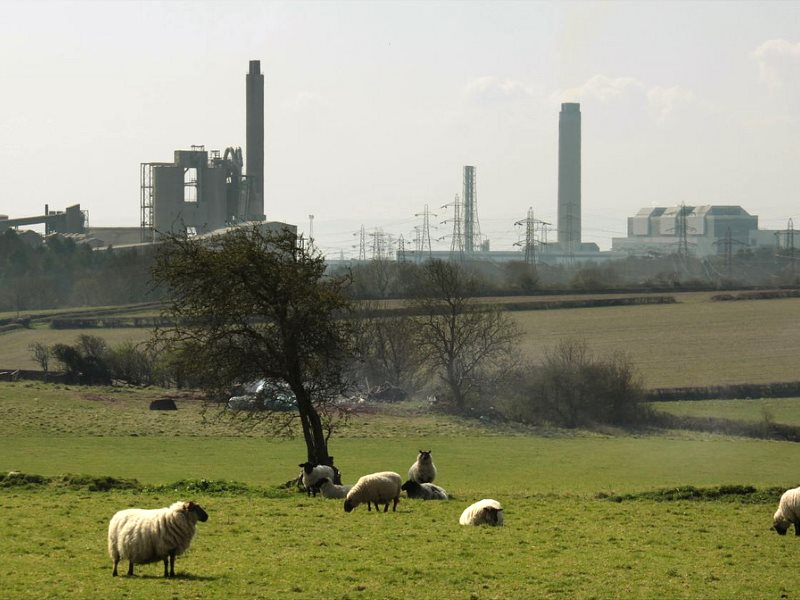 Aberthaw power station and adjacent cement works rise above the South Wales countryside. Photo: Ben Salter via Flickr (CC BY).