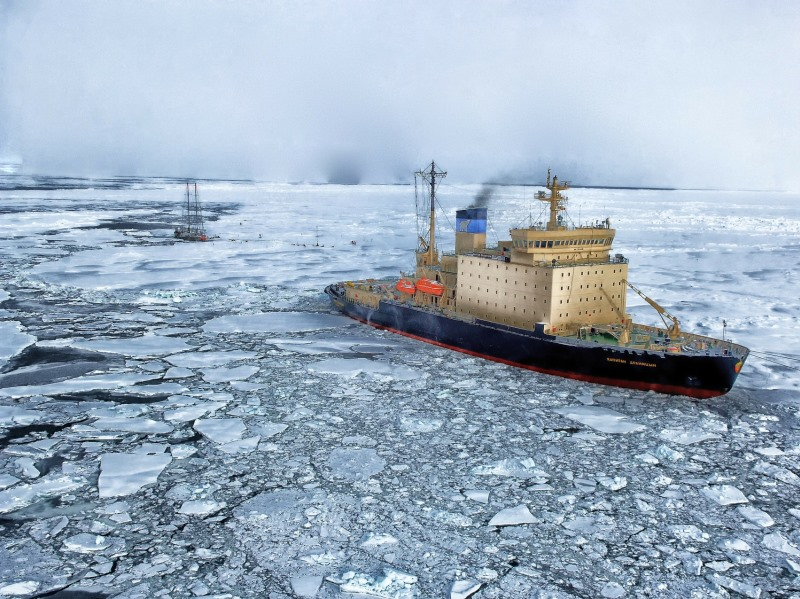 Fishing trawler making its way across the Arctic ice. Photo: tpsdave via Pixabay (CC0 1.0)