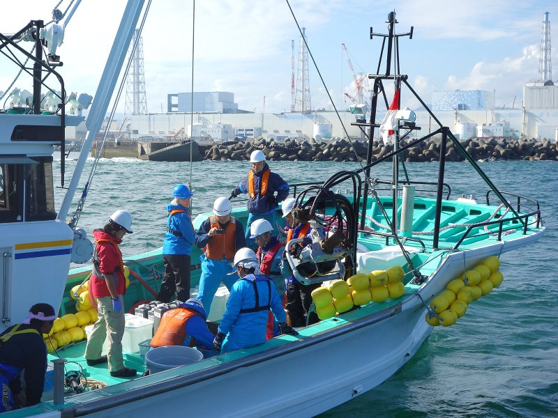IAEA marine experts and Japanese scientists collect water samples in coastal waters near the Fukushima Daiichi Nuclear Power Station. Photo: Petr Pavlicek / IAEA Imagebank via Flickr (CC BY-NC-ND).