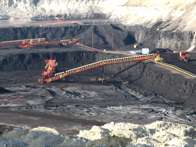 A surface coal mine in Gillette, Wyoming. This type of  large-scale extraction is exactly what the residents of Montana wanted to avoid. Photo: Greg Goebel via Wikimedia Commons (CC BY-SA)