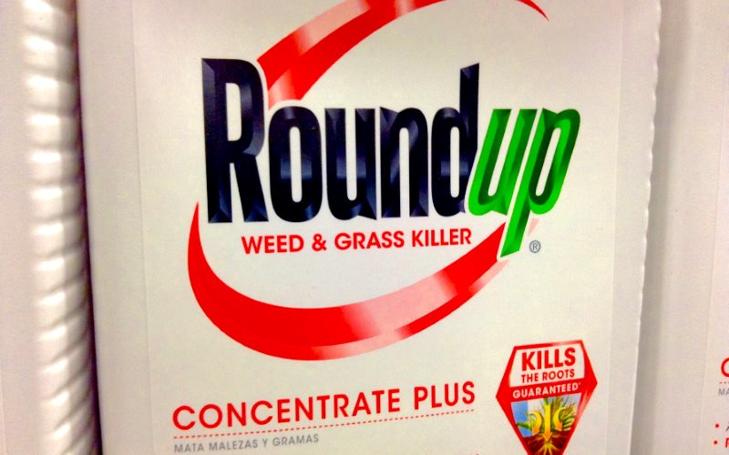Monsanto's 'probably carcinogenic' Roundup on open retails sale. Photo: Mike Mozart via Flickr (CC BY).