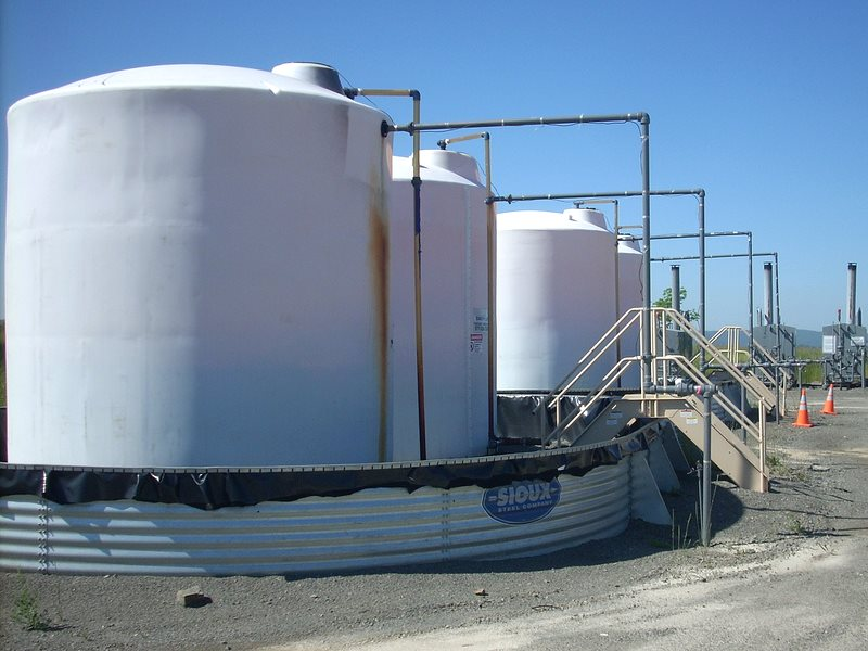 Gas tanks at a fracking well on the Marcellus Shale in North Central Pennsylvania, USA. Photo: Gerry Dincher via Flickr (CC BY-SA).