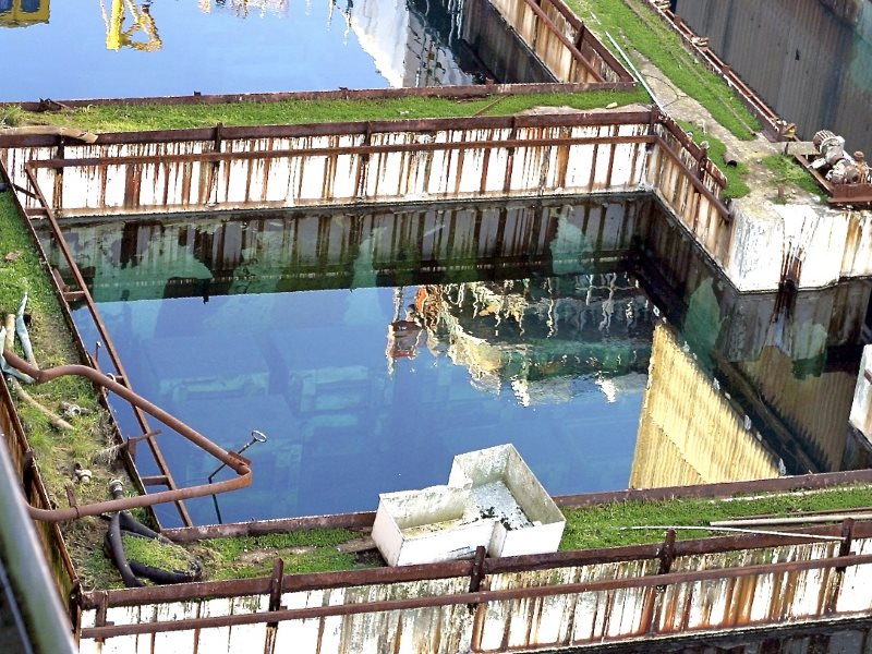 The derelict B30 pond at Sellafield, used for the storage of intensely radioactive waste, in 2006. Photo: unknown / Public Domain.