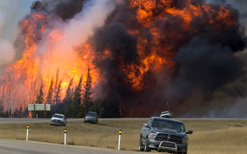 A raging wildfire 24 km south of Fort McMurray 7th May 2016 - part of a 1,500 square kilometre inferno that prompted the evacuation of nearly 90,000 people from the northern Alberta city. Photo: Chris Schwarz / Government of Alberta via Flickr (CC BY-ND).