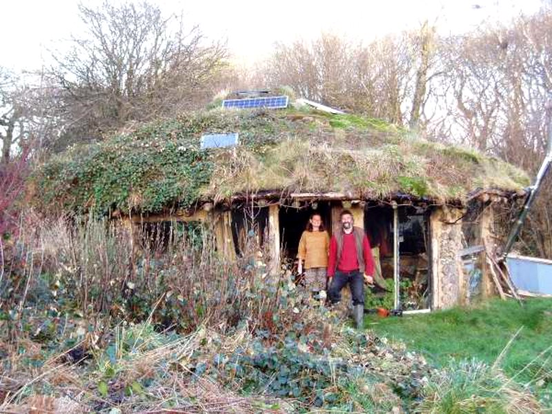 'That Roundhouse' near Newport in Wales, built by Tony Wrench and Jane Faith and helpers as part of the secret Brithdir Mawr intentional community. In the UK this kind of eco-living is strongly linked to 'progressive' politics and values, but that's not a