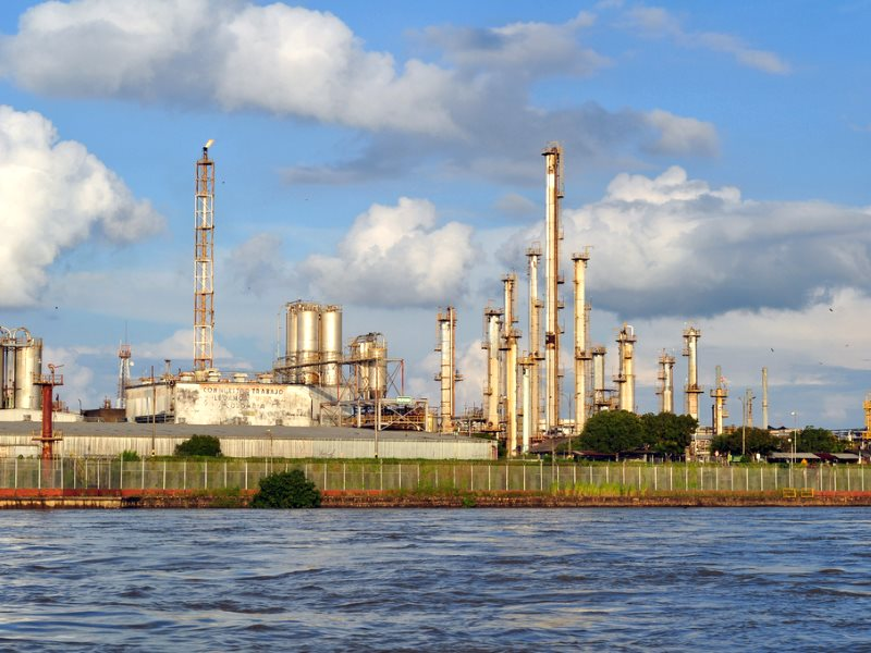 The UKEF export finance agency has committed £1 billion to support Colombia's fossil fuel sector. The Barrancabermeja oil refinery on the banks of Colombia's Río Magdalena. Photo: Javier Guillot via Flickr (CC BY-NC-SA).