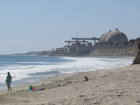 San Onofre Beach State Park, California. In the background, a nuclear power station. Two of the three generating units are now closed. Photo: Luke Jones via Flickr.