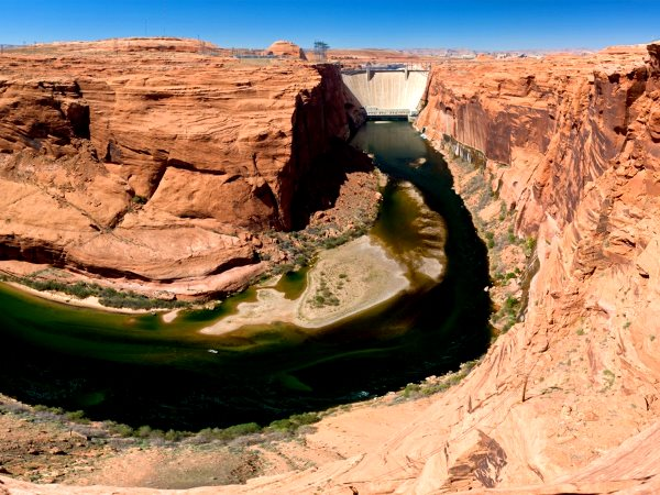 Glen Canyon beneath the dam, 2008. Photo: Jim Trodel via Flickr (CC BY-SA 2.0).