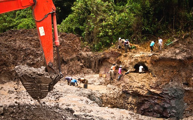 A typical informal gold-mining operation in Colombia's gold belt. Photo: Josh Rushing via Flickr (CC BY-NC-SA).