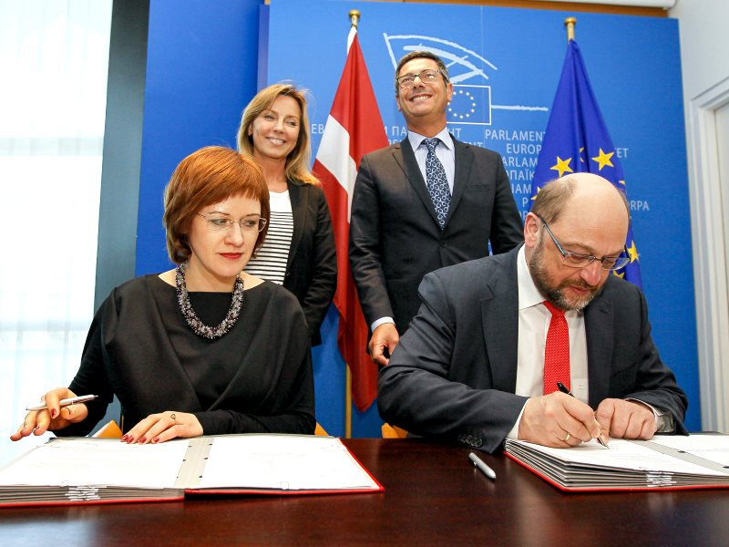 The signing of the EU's new GMO law on 11th March 2015 in Strasbourg with EuroParl President Martin Schulz and Zanda Kalnina Lukasevica, Latvian Parliamentary State Secretary for the European Affairs. Photo: European Union 2014 (CC BY-NC-ND).
