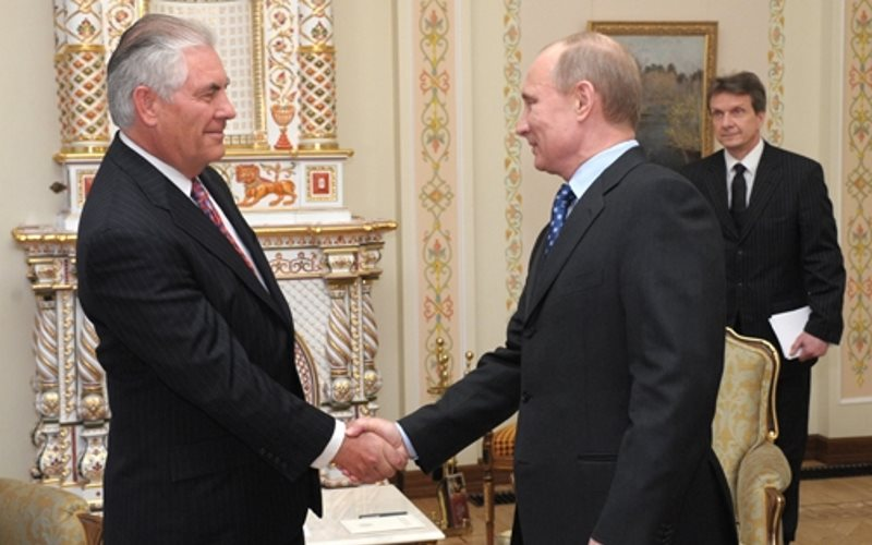 Prime Minister Vladimir Putin meets with Chairman and CEO of ExxonMobil Corporation Rex W. Tillerson. Photo: premier.gov.ru via Wikimedia Commons (CC BY).