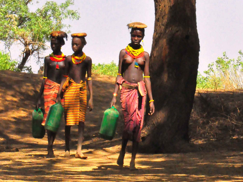Women from the Dassanech Tribe fetching water from the Omo River, 2011. Photo: Rod Waddington via Flickr.com.
