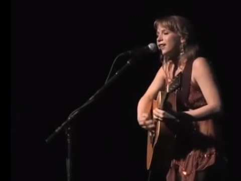 Kristin Hoffman singing the Ocean Song. From Youtube video by David Randle.
