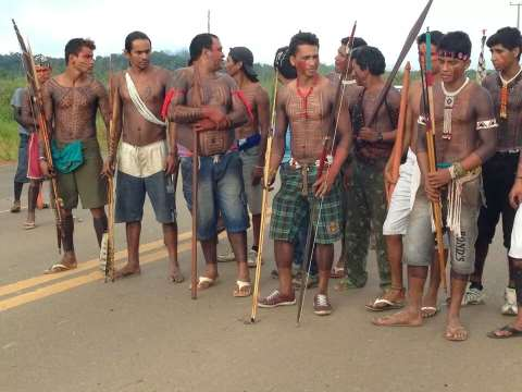 The blockade of the Amazon Highway near the Belo Monte construction site. Photo: Xingu Vivo.