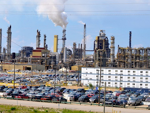 Syncrude refinery, Alberta. Photo from the 2014 Tar Sands Healing Walk (www.healingwalk.org) by Rainforest Action Network.