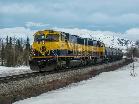 A Fairbanks to Anchorage oil train on the Alaska Railroad. Photo: Renaud CHODKOWSKI via Flickr.