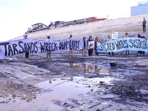 Action to shut down Utah tar sands mine - Summer Heat. Photo: 350.org via Flickr.