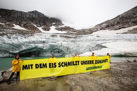 Greenpeace action for an Arctic Sanctuary in front of the melting mouth of Austria's Goldbergkees glacier. The banner reads