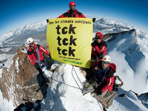 Time for climate solutions! Protest on the Dufourspitze. Photo: Greenpeace Switzerland via Flickr.