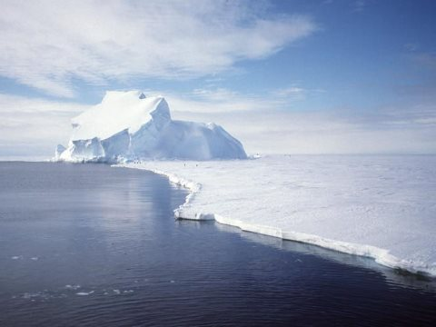 View of the Riiser-Larsen Ice Shelf in Antarctica. Photo: Ben Holt - National Aeronautics and Space Administration (NASA) via Wikimedia Commons.