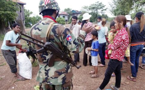 A soldier speaks to villagers in 2012 as they are being evicted from Kratie province's Chhlong district. Photo: Heng Chivoan / Phnom Penh Post.