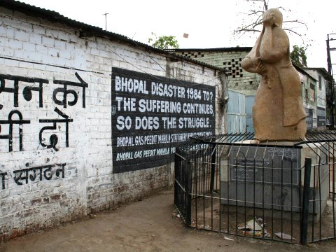 Monument to the 1984 Bhopal disaster. Photo: Luca Frediani via Wikimedia Commons.