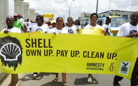 Activists in Port Harcourt, Nigeria protest to demand that Shell pay reparations and clean up its oil spills. Photo: © Amnesty International.