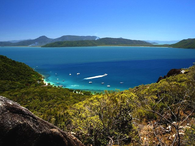 Aboriginal stories say Fitzroy Island on the Great Barrier Reef was connected to the mainland. It was, at least 10,000 years ago. Felix Dziekan via Flickr (CC BY-NC-SA) / felixtravelblog.de.